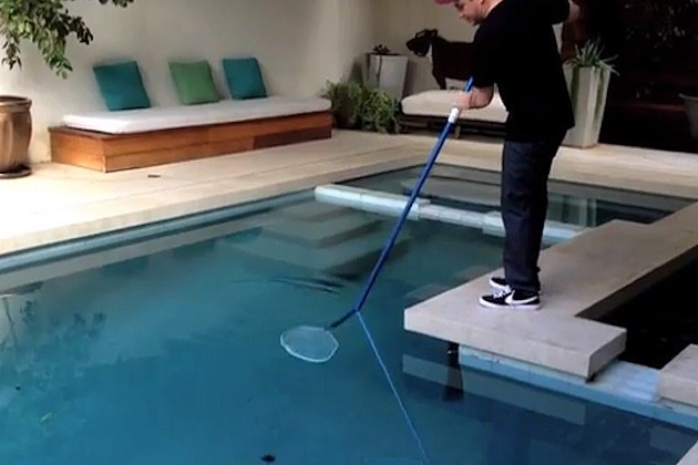 Jimmy kimmel shows how he handled that tarantula in his pool for Pool show 2014