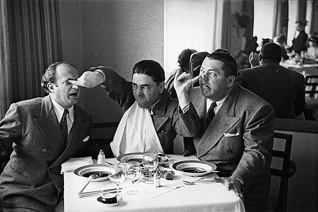 One In The Eye three stooges soup curly larry moe