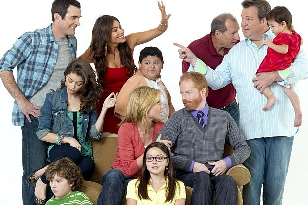 tense modern family contract negotiations stall season 4 table read