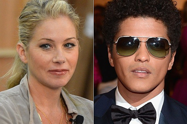 Saturday Night Live Christina Applegate Bruno Mars