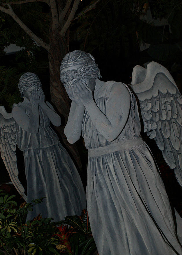 Cosplay of the Day: The Weeping Angels of 'Doctor Who'