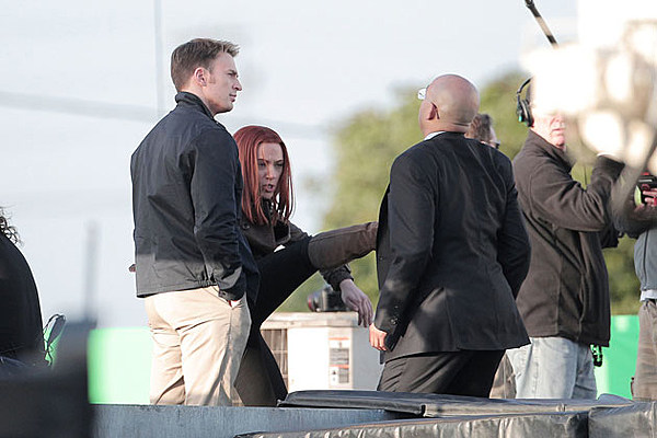 Captain America 2 Pics Look Who The Cap And Black Widow