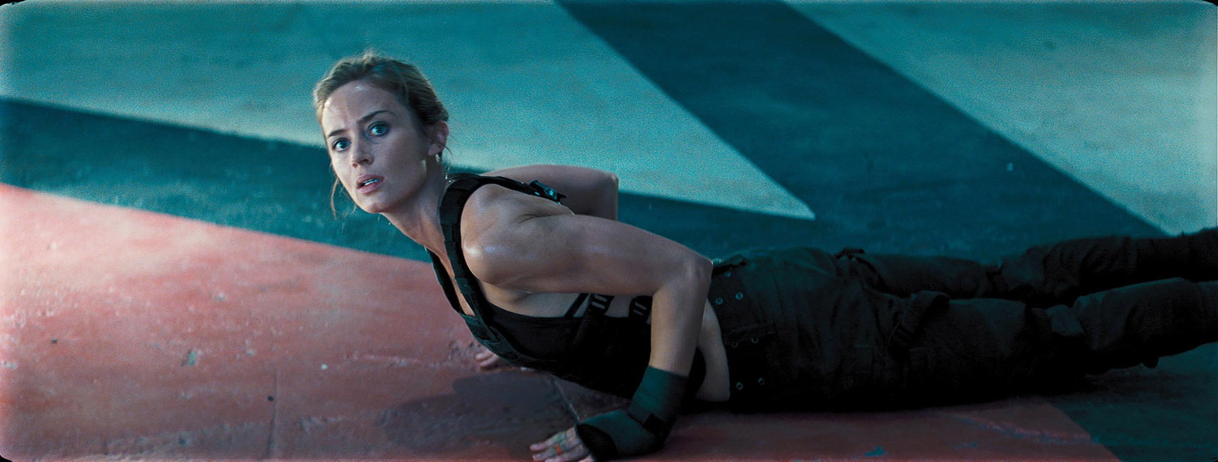 'Edge of Tomorrow' Photos: Tom Cruise vs. Aliens