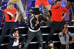 Pharrell 2014 Oscars Performance