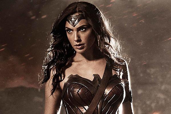 'Batman v Superman' to Embrace Wonder Woman's Long History