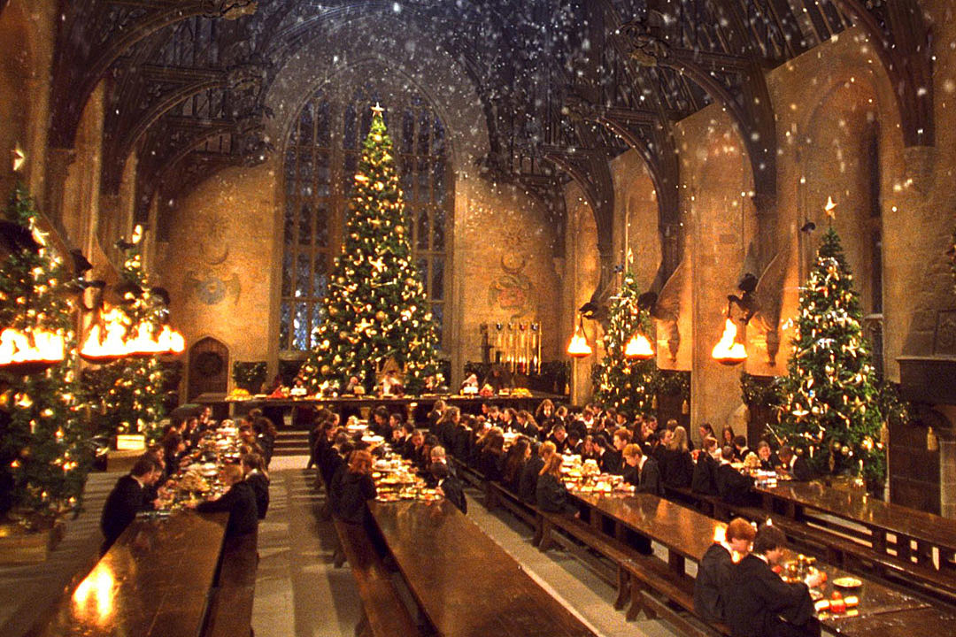 harry potter fans can eat christmas dinner at hogwarts great hall