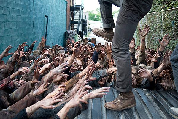 'The Walking Dead' Confirms Glenn's Survival, S7 Big Bad