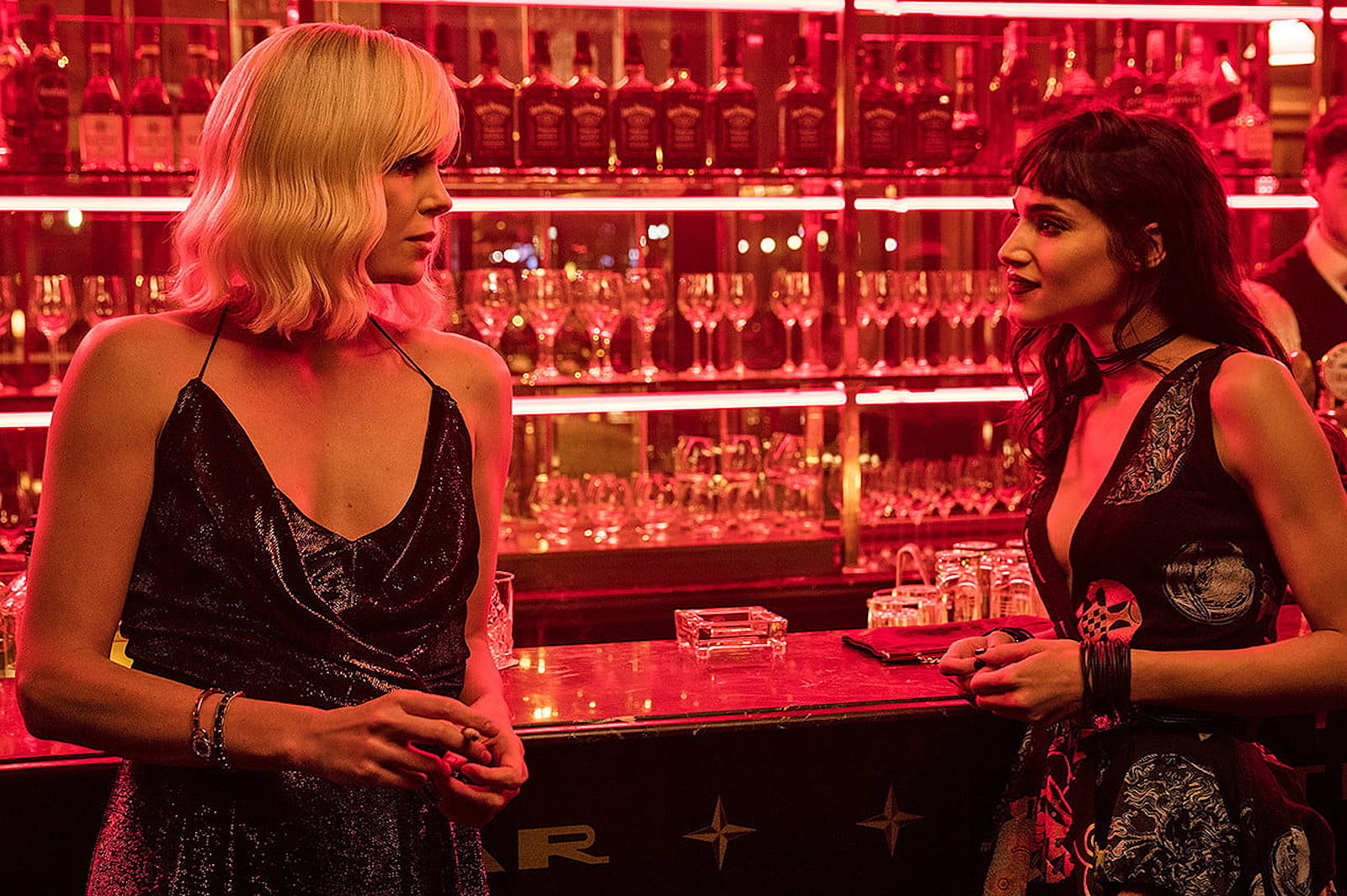 atomic-blonde-review-charlize-theron-bar-1500x844