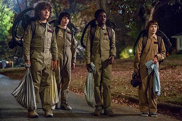 Stranger Things 2 Clip Halloween